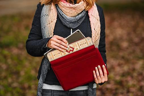 Kožené puzdro na tablet/notebook Folk červené - srdce (na iPad Pro 10.5 (drievko s modrou niťou))