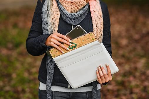 Kožené puzdro na tablet/notebook Folk biele - srdce (na MacBook 12 (drievko s zelenou niťou))