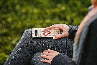 Na mobil - Drevený zadný kryt vyšívaný #RedAntNature Folk - 11317428_