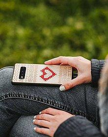 Na mobil - Drevený zadný kryt vyšívaný #RedAntNature Folk2 - 11317507_