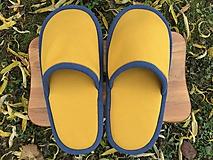 Obuv - Veľké žlté papuče s modrým lemom - 11317342_