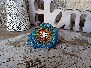 Dekorácie - Zahalená v tyrkysovej - Na kameni maľované - 11317054_