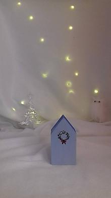 Dekorácie - Modrý polárny domček s vianočným vencom - Veľký - 11317868_