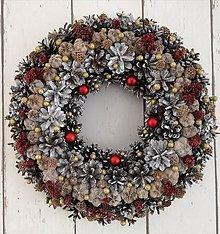 Dekorácie - Vianočný venček z borovicových šišiek I - 11322365_