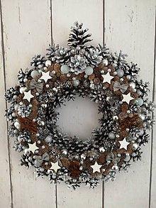 Dekorácie - Vianočný venček z borovicových šišiek II - 11322404_