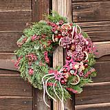 Vianočný venček zo živej čečiny