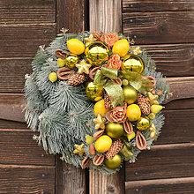 Dekorácie - Vianočný veniec s ovocím - 11324178_