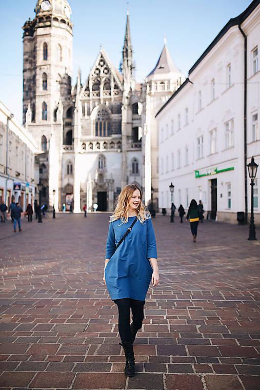 Šaty - Jeansovo modré šaty na dojčenie s efektným zapínaním - 11322891_