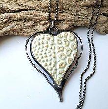 Náhrdelníky - Cínový šperk s keramikou - Srdce - 11323820_