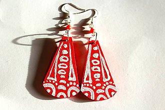 Náušnice - Drevené náušnice - červeno biele slzy - 11322064_