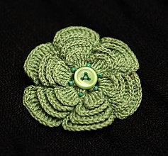 Odznaky/Brošne - Zelená hačkovaná brošňa - 11323268_