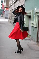 Červená kruhová sukňa