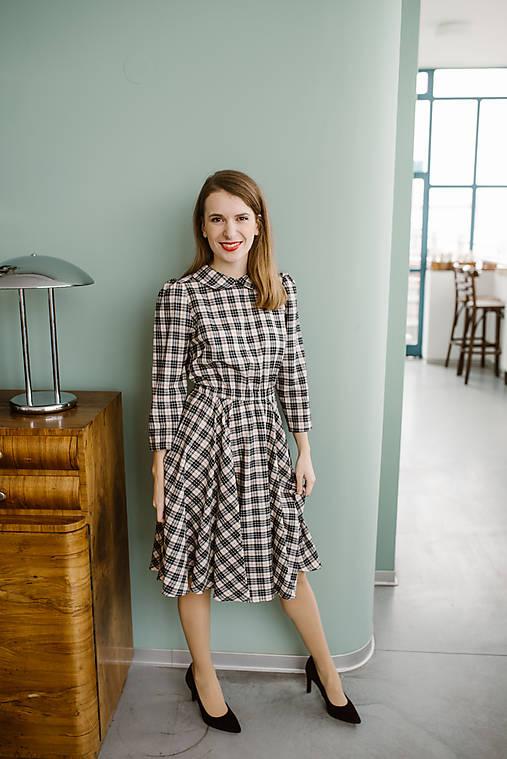 Šaty - Kárované šaty s golierikom a elastickým pásom - 11324532_