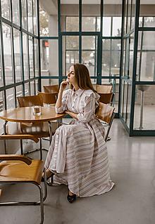 Šaty - Košeľové šaty s maxi sukňou a volánikmi - 11324775_