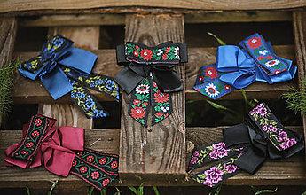 Náhrdelníky - Folk brošňa/ dámsky motýlik (Brošňa folk čierna) - 11328911_