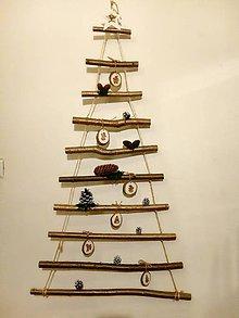 Dekorácie - Vianočný stromček závesný ozdobený  - 11328648_