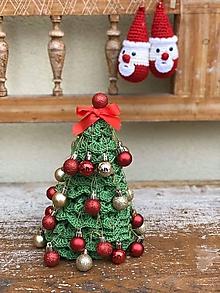 Dekorácie - Vianočný stromček ozdobený - 11328480_