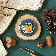 Odznaky/Brošne - Placka se spící liškou (s vlastní ilustrací) - 11331026_