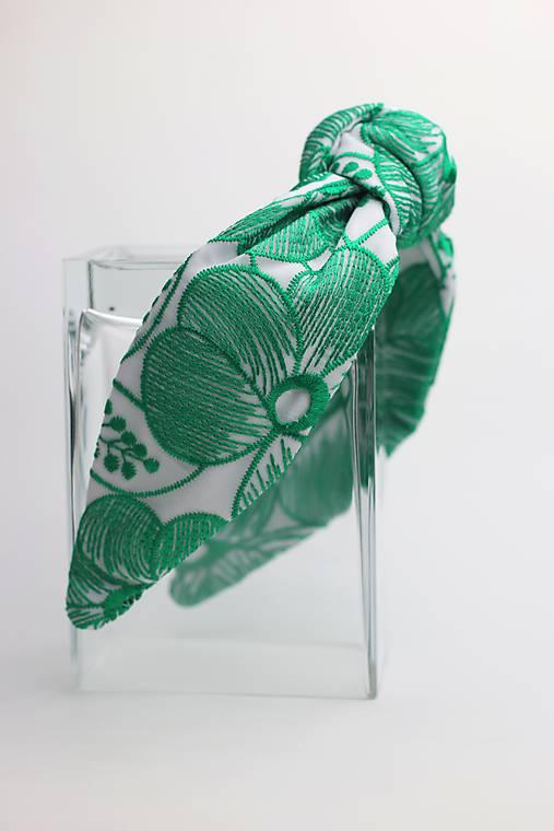 Čelenka biela so zeleným vzorom