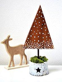 Dekorácie - Zimná dekorácia-Zasnežený stromček - 11332089_