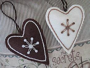 Dekorácie - Srdiečko na zavesenie... ako z čokolády - 11329061_