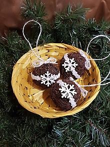 Dekorácie - prírodné vianočné gule  čokoládové s bielou krajkou sada 3 kusy - 11331372_