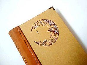 """Papiernictvo - Diár Ručne šitý KRESLENÝ * zápisník * sketchbook ,,Moon"""" A5 s koženým chrbtom - 11331362_"""