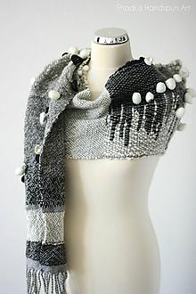 Šály - TO THE MOON AND BACK - Ručne tkaný šál z ručne pradenej merino vlny - 11332034_