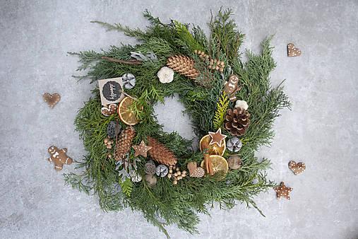 Vianočný veniec na dvere z čečiny
