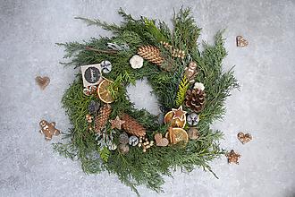 Dekorácie - Vianočný veniec na dvere - 11332168_