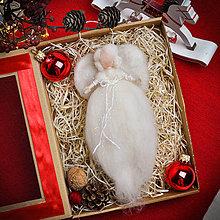 Dekorácie - Vianočná plstená víla Izabela - 11330535_