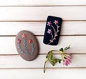 Odznaky/Brošne - Tri vyšívané kvety - 11331121_