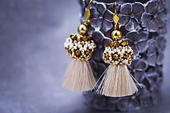 - Zlato-béžové strapcové náušnice / tassel earrings - 11329798_