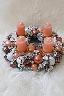 Dekorácie - Adventný veniec v karamelovej farbe - 11337073_