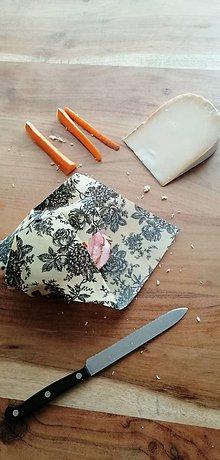 Úžitkový textil - Včelí ekoobal 25*25 (Šedé ruže) - 11334751_