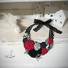 Náhrdelníky - ART látkový náhrdelník 12 - ruže, červená, čierna, biela - 11337819_