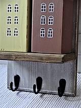 Nábytok - Vešiak s domčekami - 11340856_