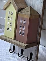Nábytok - Vešiak s domčekami - 11340857_