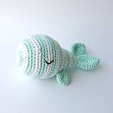 Hračky - Háčkovaná hrkálka veľrybka (mint) - 11339688_