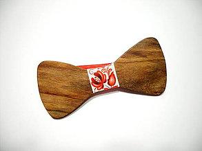 Doplnky - Pánsky drevený motýlik folk červený - 11339913_
