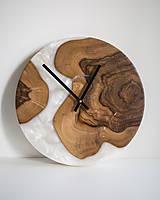 Hodiny - Živicové hodiny z teakového dreva White Pearl - 11342360_