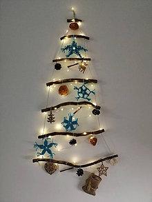 Dekorácie - Vianočný stromček na stenu - 11340310_