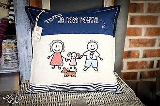 """Úžitkový textil - Vankúšik """"Toto je naša rodina """" No.2 - 11345807_"""