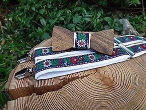 Doplnky - Folklórny pánsky drevený motýlik a traky - - 11346170_