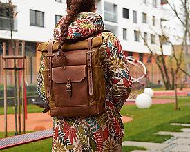 Batohy - Žltý mestský batoh z kože a voskovaného plátna. Roll top rukzak. (Stredný) - 11346788_