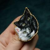 Odznaky/Brošne - Brošňa ručne vyšívaná Mačka Inka a Milka - 11345338_