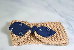 Čiapky - Čelenka béžová s modrotlačovou mašľou - 11343831_