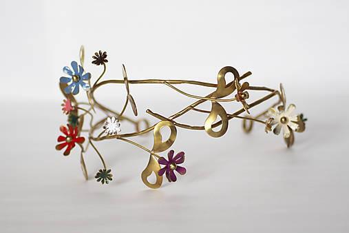 Mosadzný venček s listami a farebnými kvetmi - Devanka