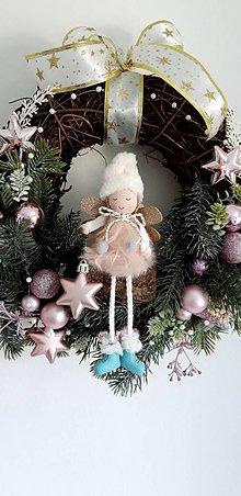 Dekorácie - Vianočný veniec ružovkastý - 11348103_