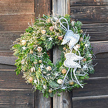 Dekorácie - Vianočný venček s anjelskými krídlami - 11350276_